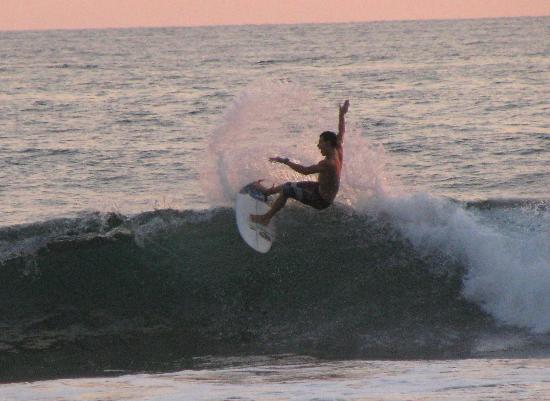 Tortuga del Mar: surf competition further down playa hermosa