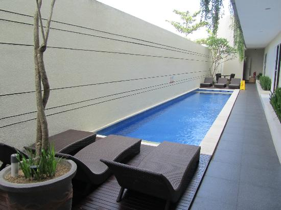 Eazy Suite : lap pool not deep