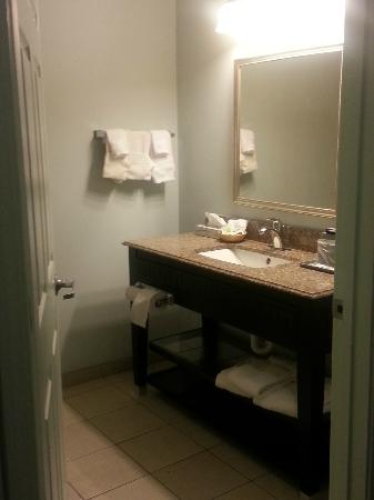 Americas Best Value Inn: Bathroom vanity