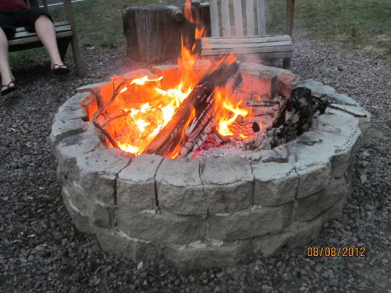 Birchcliff Resort : Nightly campfire.