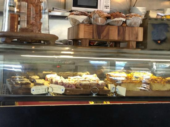 Bay Leaf Cafe: Great choice of yummy cakes