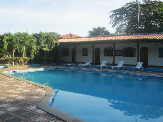 Hotel San Cristobal : Pool with Hall