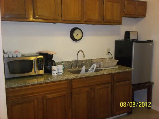 The Saint Augustine Beach House: The kitchenette area in our room.