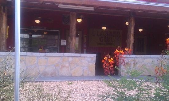 Rudy's: Outdoor Seating