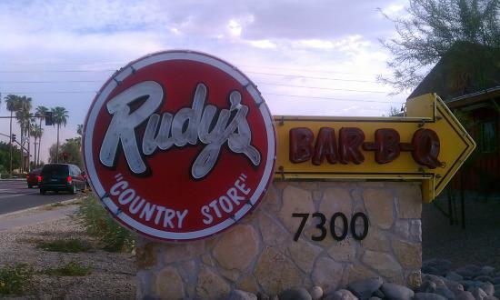 Rudy's: Exterior