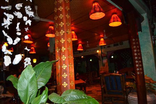 Shanti Lodge: Patio/Restaurant/Gathering area 