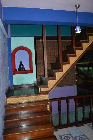 Shanti Lodge: Stairs 