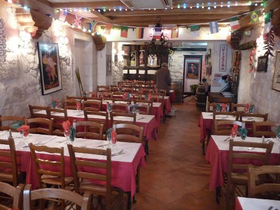 Second-floor dining room, I Dogi restaurant, Latin Quarter of Paris