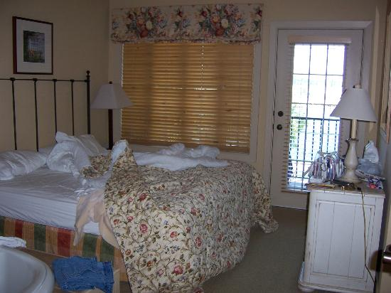 Stone Harbor Resort: Bedroom with balcony and hot tub