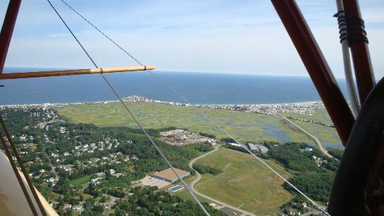 Hampton Airfield: Beautiful view from Flying Machine!
