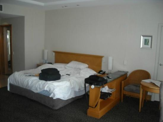 Crowne Plaza Surfers Paradise: King size bed