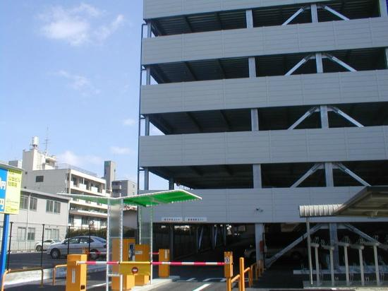 Hotel Green Line: 徒歩2分 100台収容可能な駐車場(有料)