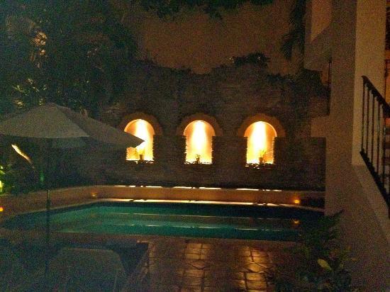 Acanto Condo Hotel & Vacation Rentals: Pool area