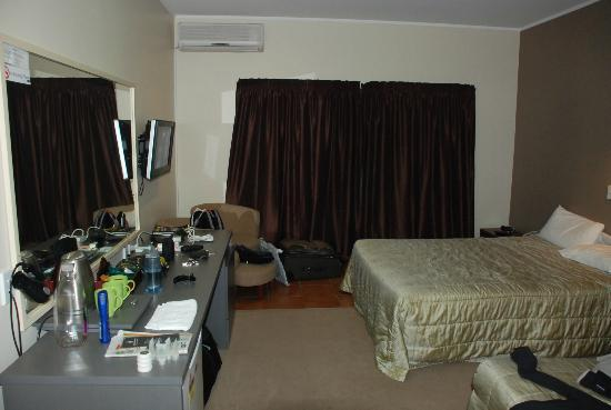 Auckland Airport Kiwi Hotel: ground floor room
