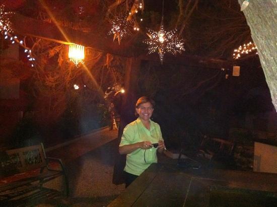 Hotel Calafia: caminando en la noche por el pequeño Jardin