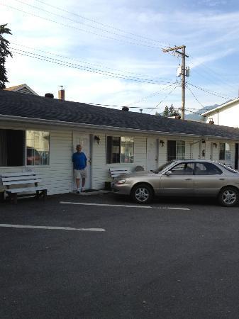 Park Motel: Dad.