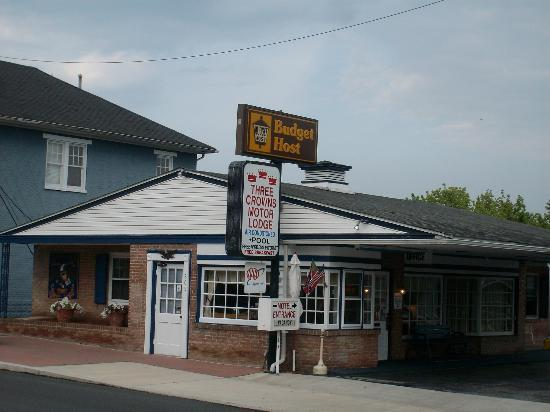 Budget Host Three Crowns Motor Lodge: motel front