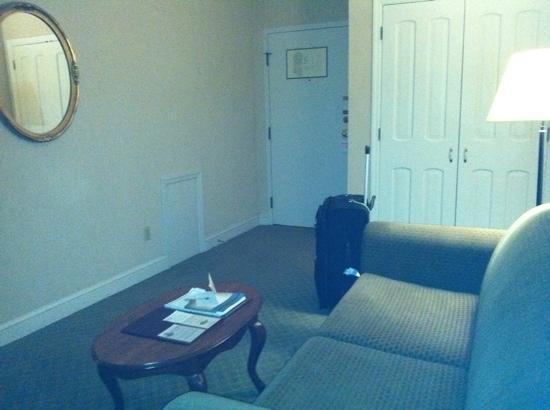The Yorktowne Hotel: room
