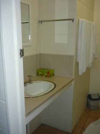 Bororen Motel: Bathroom