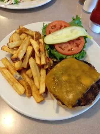 Hope Drive In & Restaurant: Cheesburger Deluxe.