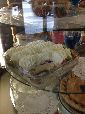 Hope Drive In & Restaurant: Strawberry/Kiwi Cheesecake