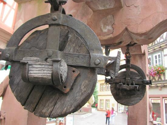 Engelsbrunnen: detail