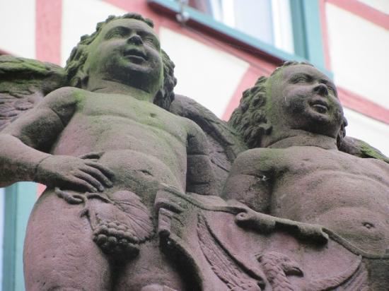 Engelsbrunnen: angels
