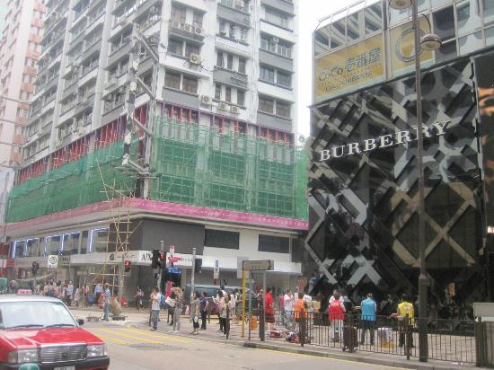 Gateway Hotel Hong Kong: Haipong road corner Canton road is where the hotel is located
