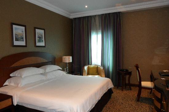 วินด์แฮม แกรนด์ รีเจนซี่ โดฮา: King Bed Standard Room