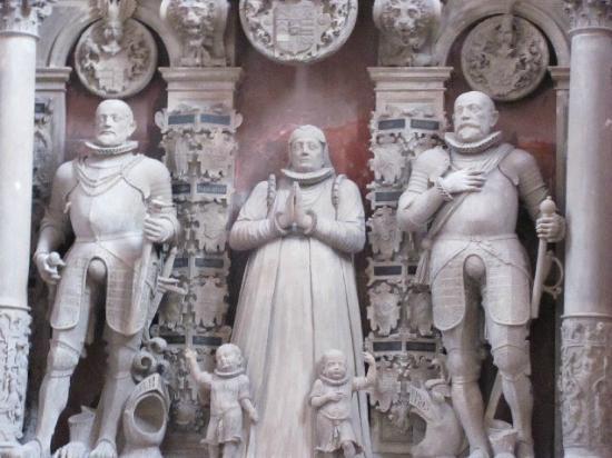St. Marien-Kirche (Mariä Himmelfahrt): tomb detail