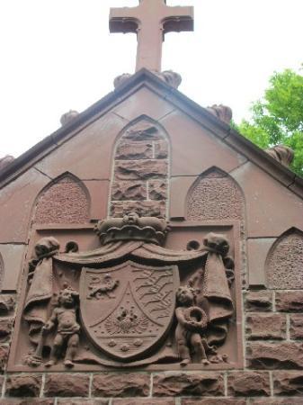 Hofgartenkapelle: tympanum