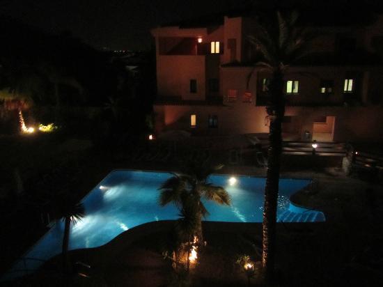 Royal Suites Marbella: night time