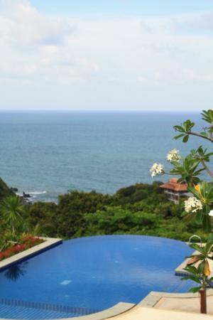 โรงแรมบ้านกันเที่ยง ซี: Pool