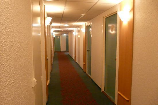 Ibis Arras Centre Les Places : Corridor on 2nd floor