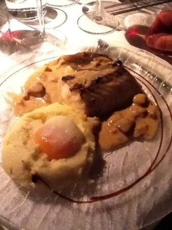 La Fabrica: Bacalao con salsa de setas y pure con queso y huevo
