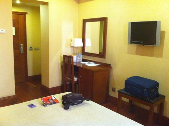 Lusso Infantas: Room 2