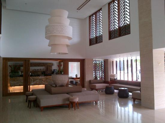 The Magani Hotel and Spa: Hotel lobby