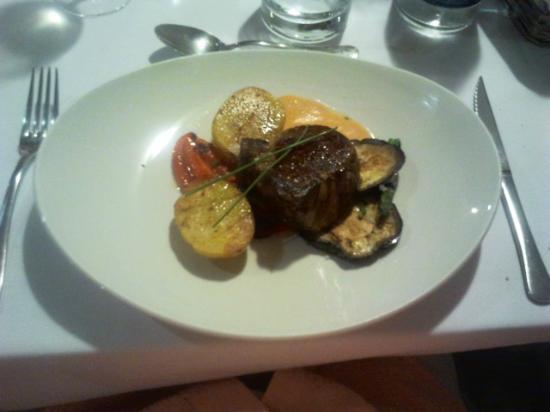 Infinit Restaurant: Solomillo de ternera con verduras