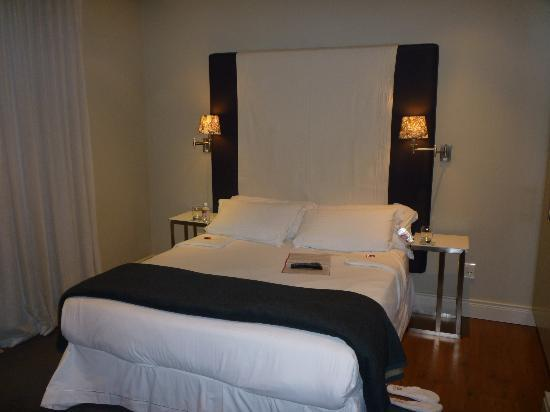 Cape Royale Luxury Hotel: The Room hosts a double bed