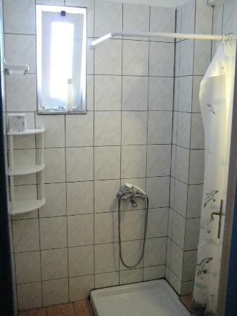 Athinoula Hotel: doccia