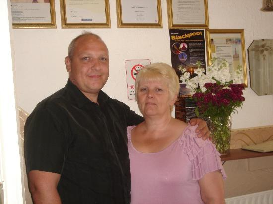 Lyndene Guest House: Proprietor Pat with husband Gez