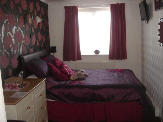 Lyndene Guest House: Room 7 double/family rm