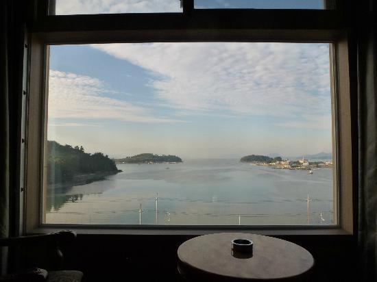 B & Beach Tourist Hotel : 小さな島々が見える