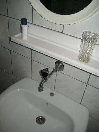 Athinoula Hotel: lavabo