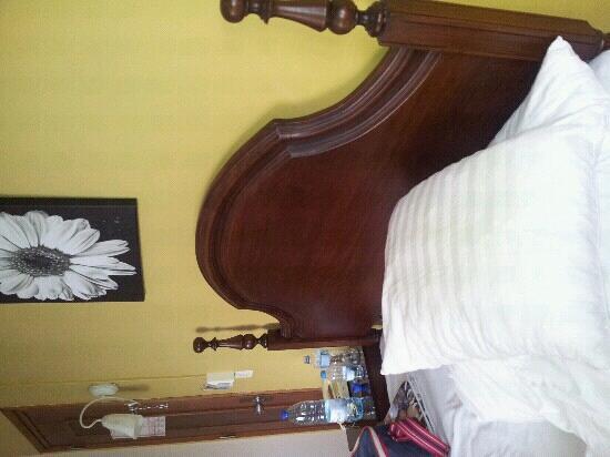 Residencial Afonso III: almohadas muy sucias