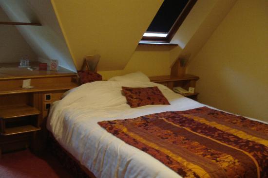 Hotel Restaurant Spa Verte Vallee : lit