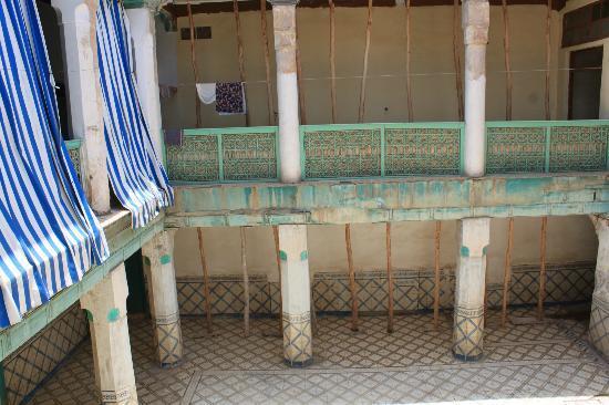 Particolare nel patio interno di una casa ebraica for Interno di una casa