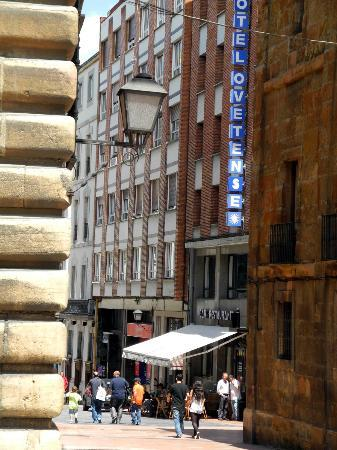 Hotel Ovetense: view from the pedestrian street