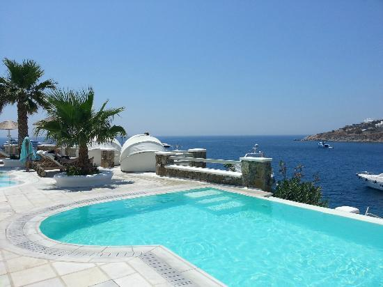 Nissaki Boutique Hotel: View from pool