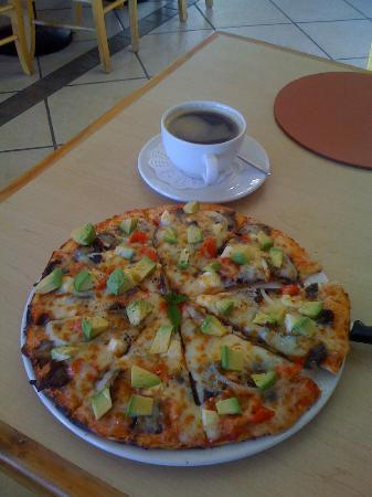Cafe Rosa: One of the best pizzas I have ever eaten! An avocado and biltong pizza